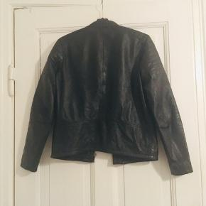 Lækker Cost:bart læder jakke   Quality Outshell 100% sheep leather Quality Linning 100% polyester  Byd