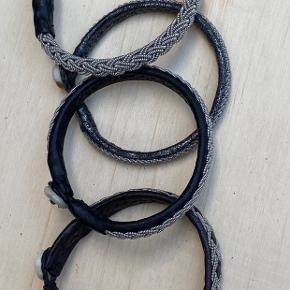 4 flotte læder armbånd fra Bechristensen.  Alle armbåndene er str. 17.  Kan købes sammen for 300 kr eller hver for sig til 100 kr stykket. Original kvittering haves.  De er i sort læder, brunt læder, mørk sølv læder og så et der er lavet af den karakteristiske tråd.