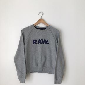 G-Star sweatshirt i str s. Brugt, men i pæn stand.  Kan afhentes i Ørestad eller sendes på købers regning.