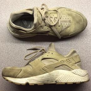 Nike air huarache Sandfarvet ruskind Str 40,5 Passes af 39-39,5  Renses selfølgelig inden videre salg