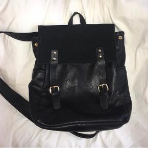 rygsæk fra Urban Outfitters - næsten ikke brugt - købt for ca 500 kr - sælges for 200 kr inkl fragt 🕷