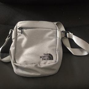Lækker lille taske til de essentielle ting!