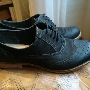 Fine sorte sko fra Pierre One. De er brugt ca. tre gange. Ægte læder på ydersiden.