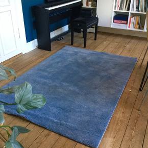Helt nyt Ikea gulvtæppe, aldrig brugt og fejler intet.