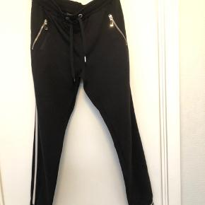 Fine bukser fra Mos Mosh brugt få gange  Livvidde 42 cm x 2 kan øges da der er elastik i livet