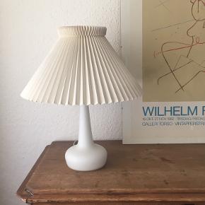 Fin lampe med Le Klint skærm. 23 cm