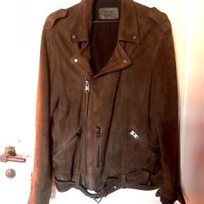 Chokolade brun ruskinds jakke fra All Saints. Købt i London. Brugt meget få gange. Nypris 4.000.