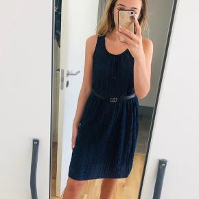 Helt ny kjole, jeg har desværre pillet mærket af men får den ikke brugt. Fejler intet. #tuesdaysellout Super let og blød