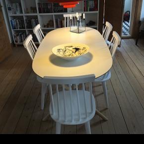 Spisebord fra IKEA (SLÄHULT)Er 1,5 år gammelt, og fremstår derfor som nyt.  Nypris: 1300kr Er åben overfor bud