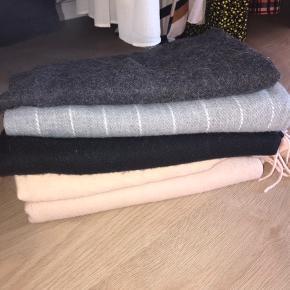 Forskellige varme tørklæder, 50kr pr. stk.