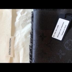 Louis Vuitton tørklæde brugt 2 gange Købt i april 2020  Kvittering og æske medfølger