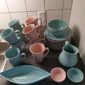 Alt på billedet sælges samlet for 250 kr afhentet :) det er porcelæn og ikke plastik!