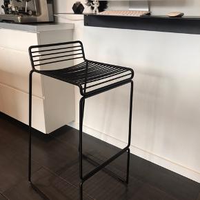 Sort Hay barstol sælges  Ny pris 1150,-kr - BYD  Siddehøjde 75 cm