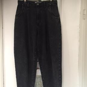Slouchy jeans str M. Brugt en gang. Pris 100,- pp Bytter ikke.
