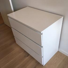 Ikea kommode. Afskalning sv.t billeder, der den billige pris. Hurtig afhentning priotiteres.