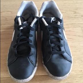 Rigtig fine Nike sko sælges. De fejler ikke noget og er kun anvendt få gange (blev for små). Forsendelse med DAO.