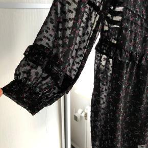 Sød kjole fra zara brugt en enkelt gang np 400kr