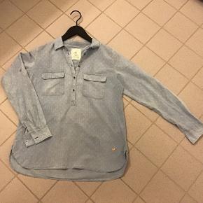 Super fin MOSH MOS skjorte i 100% bomuld, kun været på og vasket en enkelt gang😉