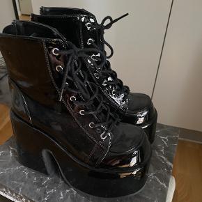 Demonia støvler
