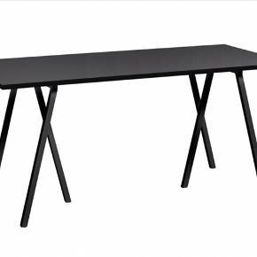 Hay spisebord eller skrivebord sælges.  Normal pris 4500. Længde 160 brede 77.