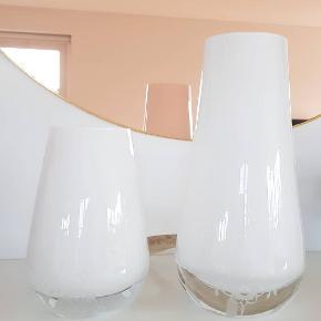 Royal Copenhagen vaser sælges.  Udgået.  Begge sælges for 500 kr.  Handler helst via MobilePay ellers betaler køber gebyret.