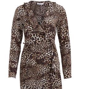 Ny, stadig med prismærke i, kjole fra vila Np: 249 Mp: 150 Str: small/36