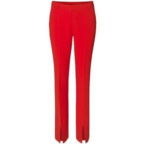Sælger Disse røde bukser fra message, da jeg er nødt til at erkende de er for lange til mig. de er brugt 1 gang så næsten som nye.