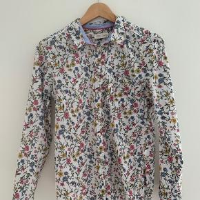 Super flot skjorte med flot pasform -Brugt en gang - giver gerne mængderabat
