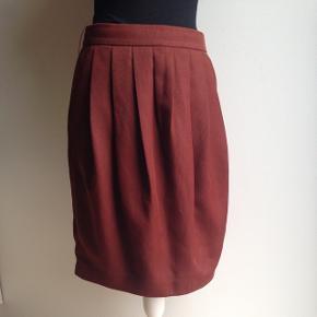 Skøn Rustfarvet nederdel med lommer
