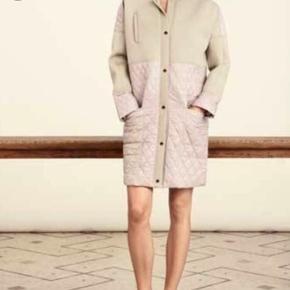 Helt ny overgangsjakke fra Day. Farven hedder bluse og style Day Scacchi