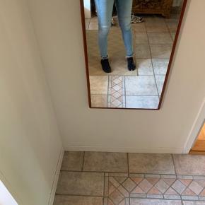 Stramme bukser med stræk. Så de er super behagelige at have på.