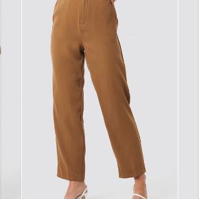 Næsten ubrugte bukser fra na-kd  -Tjek også gerne mine andre annoncer ud:)