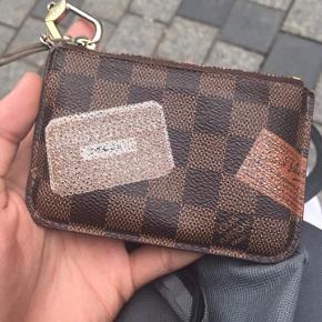 Sælger den her Louis Vuitton pung - Cond 7/10 - Intet og medfølger - Mp 200,- - Bin 400,- Skriv privat for mere info:)