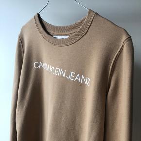 Lækker sweatshirt fra Calvin Klein - er kun brugt nogle få gange så den fremstår rigtig pæn! 🙌🏼
