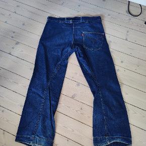 Engineered jeans. Slidte. Str. 33