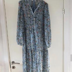 Nakd kjole sælges da den ikke bliver brugt