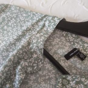 Kjole fra vero moda str l Lidt mere grøn end på billedet Befinder sig i 9220 Sender ikke