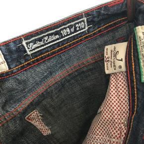 De lækreste jeans - håndlavet fra Italienske Jacob Cohen. Str. 38. Modellen hedder j688 - limted edition nr. 109 af 210 par.  Kan sende flere billeder hvis ønskes.