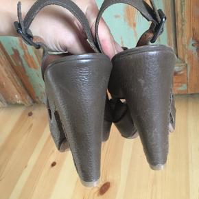 lucky Brand læder høje hæle, aldrig brugt, men har fået lidt skræmmer, behøver bare lidt fedt!