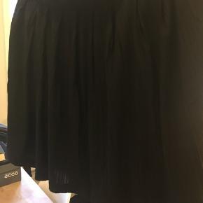 Pliserret nederdel   Se også mine andre annoncer. 🦋