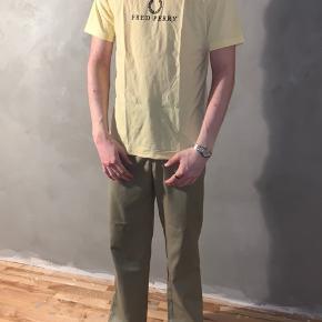 #30dayssellout  Sælger denne fred Perry t-Shirt den er i god stand.   Modellen er 183 og bruger medium