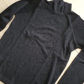 Pæn rullekrave trøje i god kvalitet.