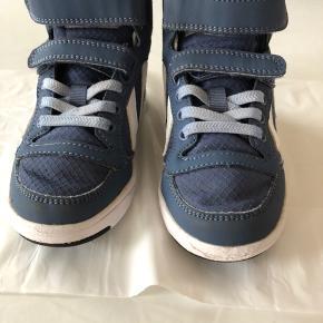 Hummel sko str 26.  Rigtig lækker efterårssko.  Brugt men stadig i den pæne ende.