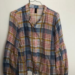 Smuk skjorte med store ærmer fra Y.A.S i str. M. Aldrig brugt.