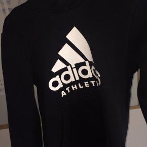Sælger denne Adidas hættetrøje!🤩 Str. 9-10 år Ny pris : 300-400 (ikke helt sikker) Byd !!