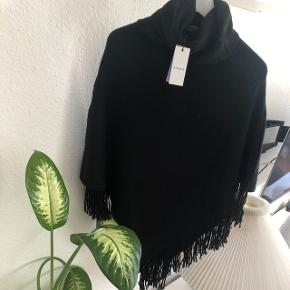 Poncho fra Pieces. Nypris 200,- Mp: 100