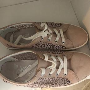 Fine sko fra Rieker. Læder og blondestof