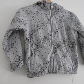 Skøn tynd jakke, bbrugt få gange, der er navn i jakken. 80,-pp eller afhentes på Amager