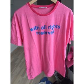 T-shirt med printet citat, str. M (stor i størrelsen).