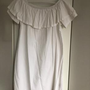 Sød og sommerlig hvid kjole. Brugt 3 gange. 100% bomuld